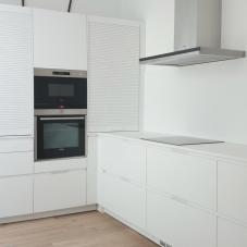 Cocina diseñada por Santos Gijón BLANCO LAMINADO