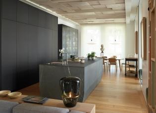 Cocina con isla, comedor y salón